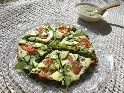 Rå økologisk plantepizza. Foto.