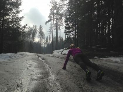 Hilde tar push ups. Foto.