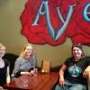 Linda, Marte og Itta på Aye Aye Club. Foto.