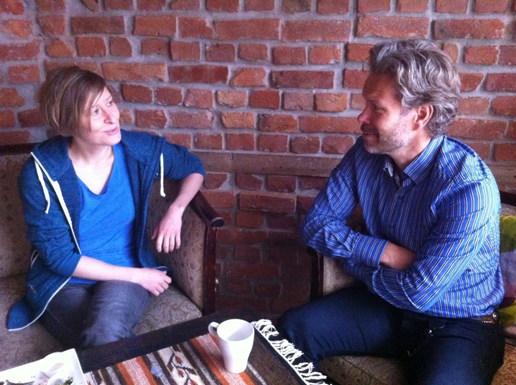 Nestleder Linda i samtale med Bjørn Brennskag