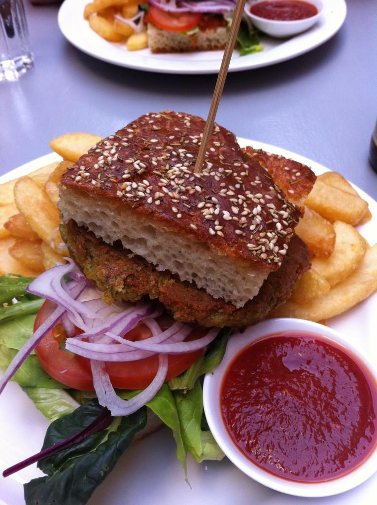 Burger på Aye Aye. Foto.