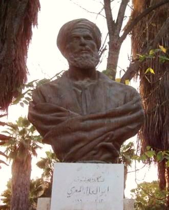 Al Ma'arri. Foto av statue.